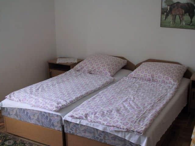 za1 01 A 2-4-6 fős apartmanok Balatonlelle vízparti utcájában, a strand mellett találhatók.