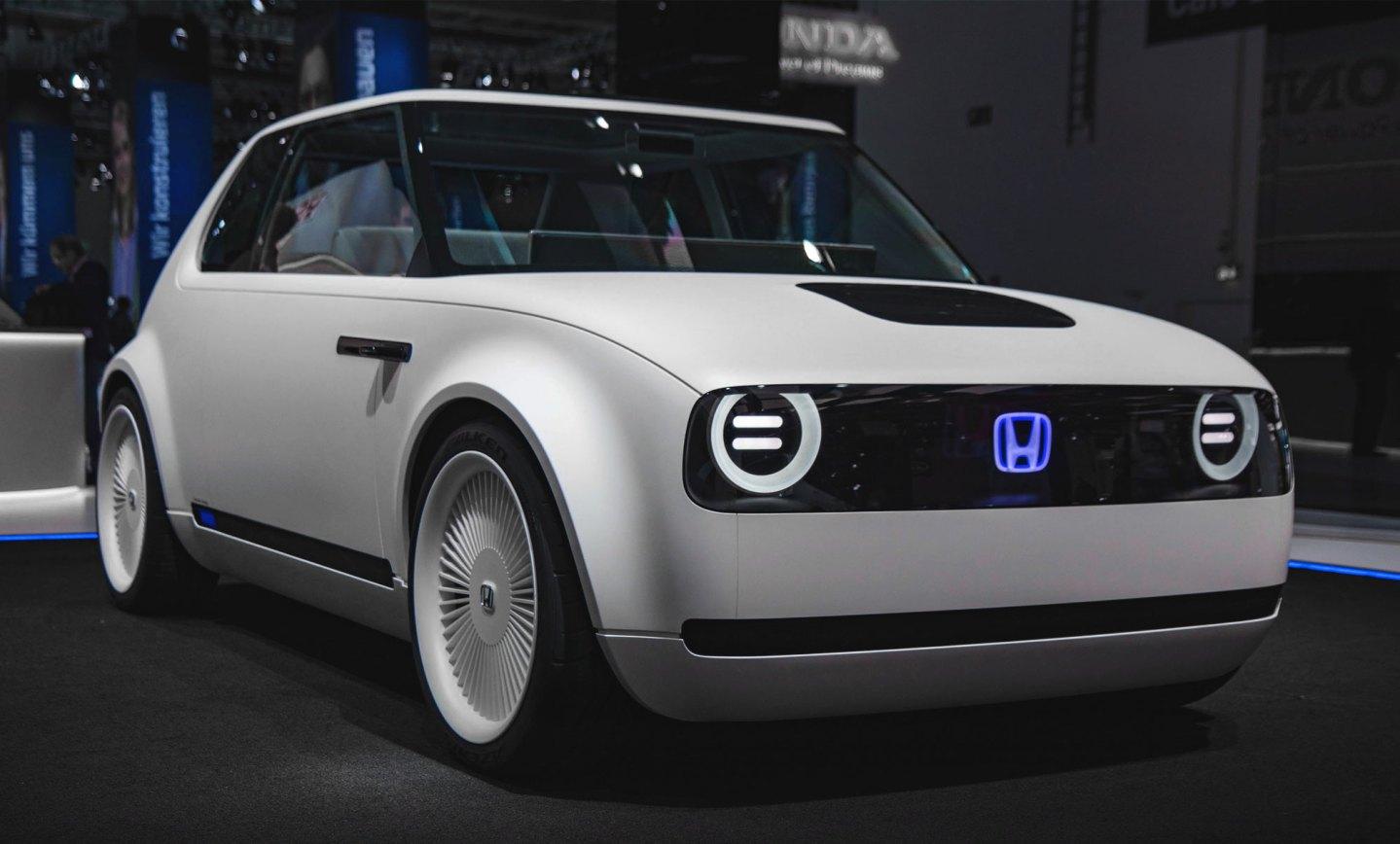 Com design retrô, Honda apresenta elétrico
