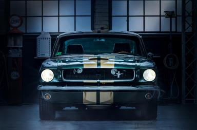 muscle car garagem escura