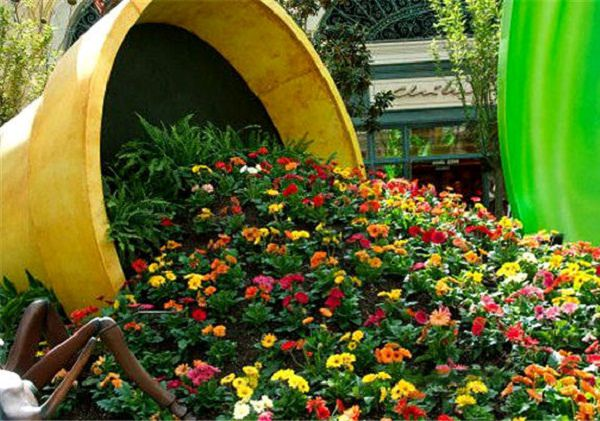 Make A Spilled Flower Pot Garden Design Idea