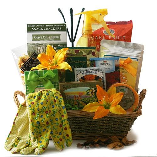 Garden Basket Ideas green thumb gardening gift basket How To Create A Garden Gift Basket Garden Gift Basket Idea Gardening Gift Ideas