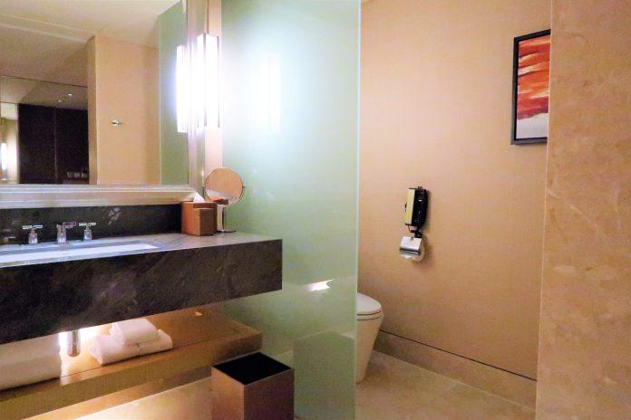 Marina Sands Bay Hotel Toliet