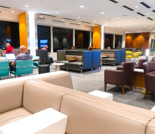 Delta Sky Lounge LAX Interior