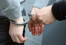 police handcuffs-2102488_1280