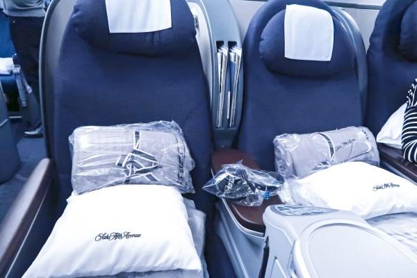 United Airlines Polaris 777-200 Bedding