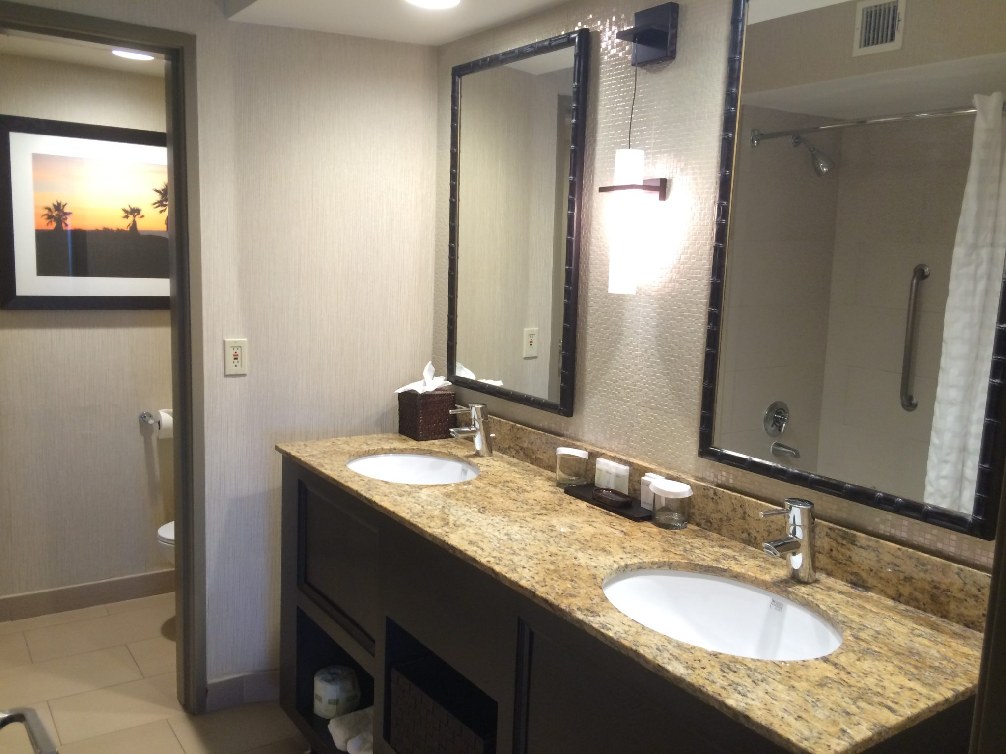 Hotel review embassy suites mandalay beach near santa for Masters toilet suites