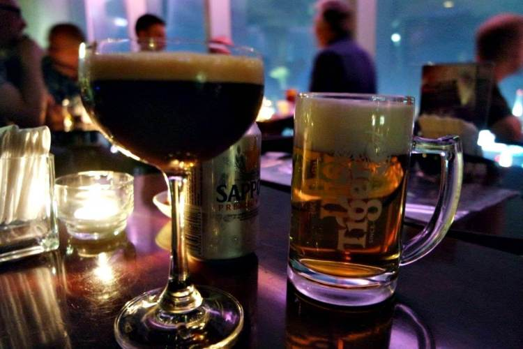 Espresso Martini dan sekaleng bir