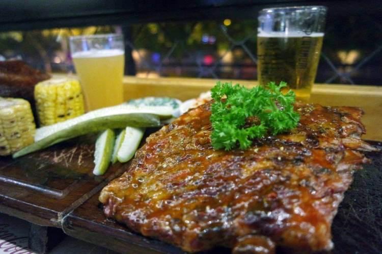 Half-ribs barbeque yang bikin speechless saking sedapnya