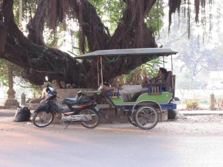 Tuktuk, kendaraan khas Kamboja