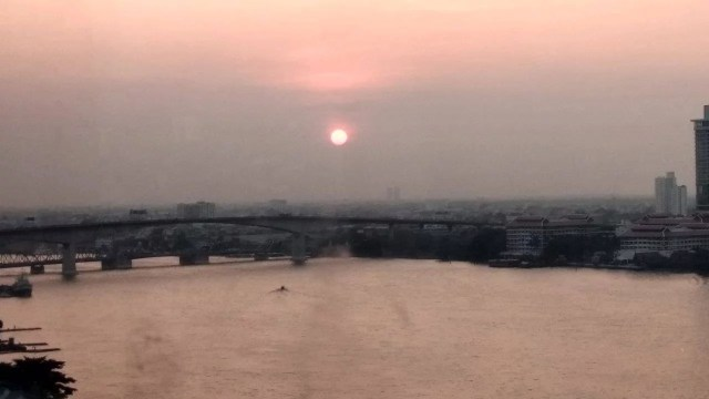 Sunset di Bangkok dari atas ferris wheel Asiatique