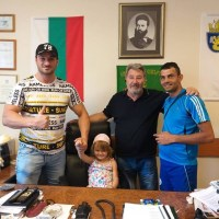 След намесата на Петър Низамов две сирачета от Бургас бяха настанени в общинско жилище