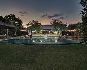 Villa 4 Bedrooms in Canggu for lease