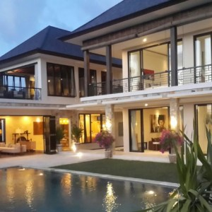 ELEGANT MODERN LUXURY 5 BEDROOMS VILLA, 250 MT FROM THE BEACH