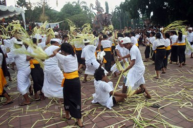 bali, ceremony, unique, culture, ritual, siat sampian, unique ceremony, bedulu village, gianyar, interesting ceremony, unique ceremony