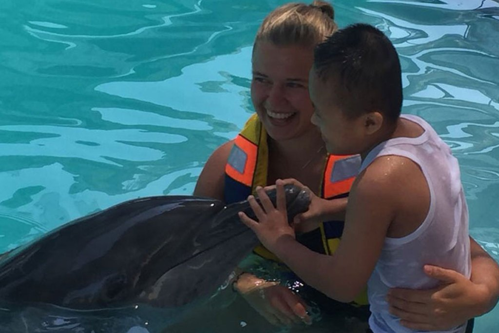 bali dolphin therapy internship