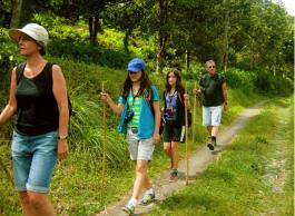 walking-around-sambangan-village-trekking-in-bali-with-local-guide