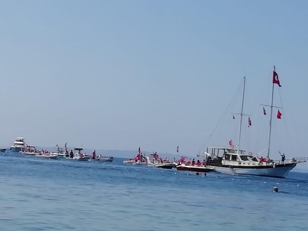 Avşa'da 30 Ağustos tekneler ile kortej eşliğinde kutlandı