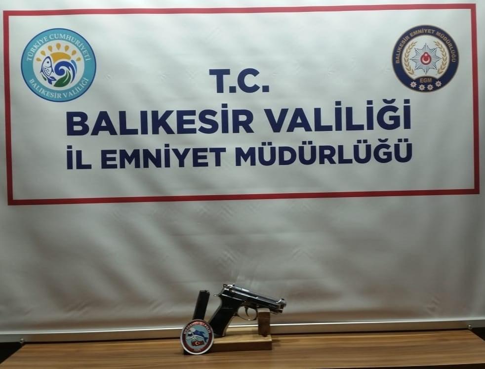 Balıkesir'de polis 6 silah ele geçirdi