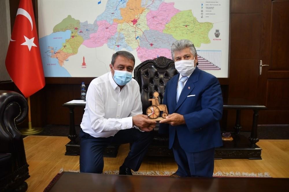 Vali Yazıcı'dan Sakatlar Derneği Başkanı Uslu'ya büyük jest