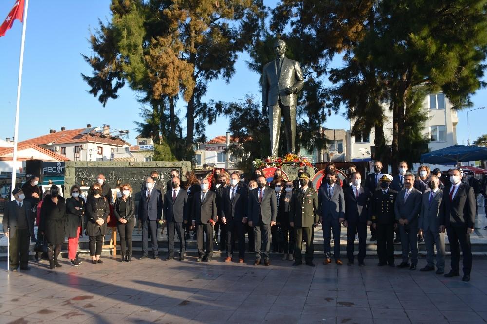Ayvalık'ta Atatürk'ün 82. yıldönümü hüznü