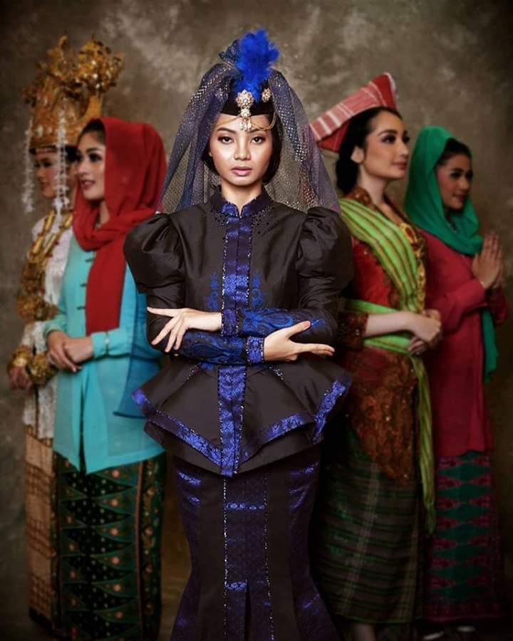 Baju adat Indonesia - Finalis Puteri Indonesia asal Riau
