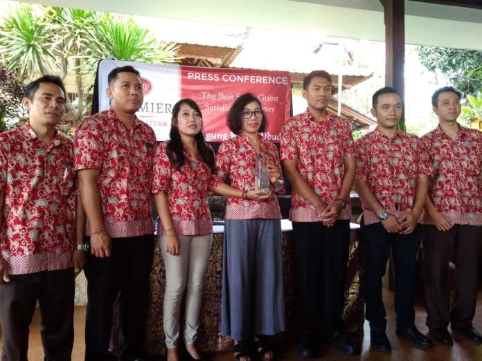 Management of Best Western Premier Agung Resort Ubud showed the Guest Satisfaction Score award on a press conference of Friday.
