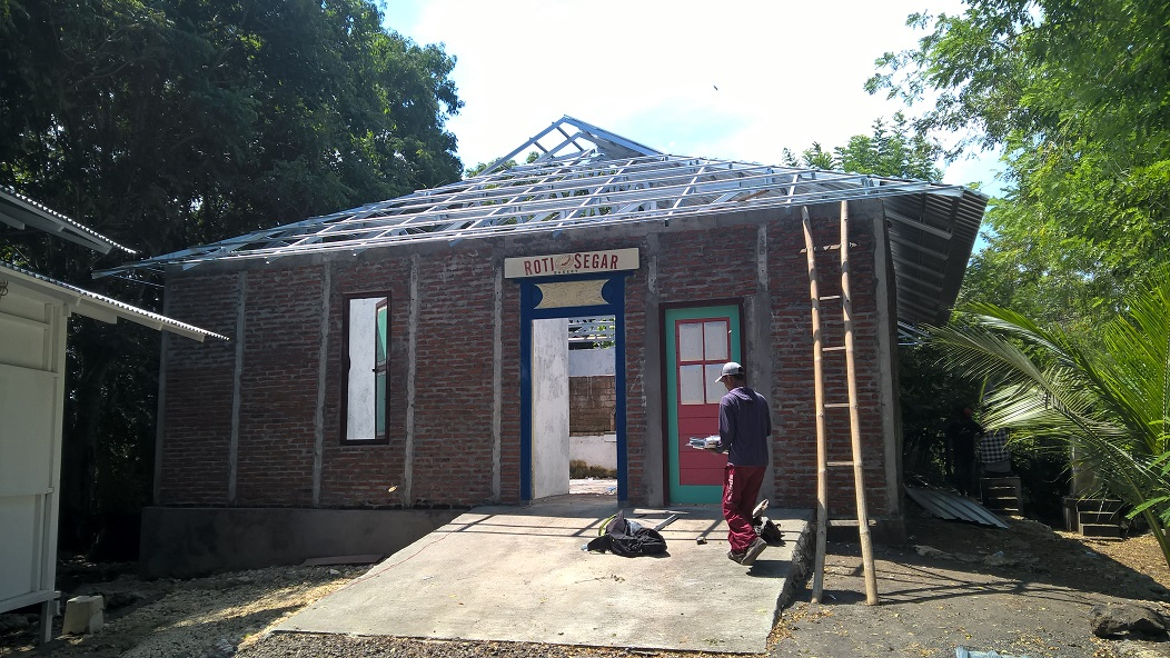 overstek baja ringan model perisai / limas – bali roofing