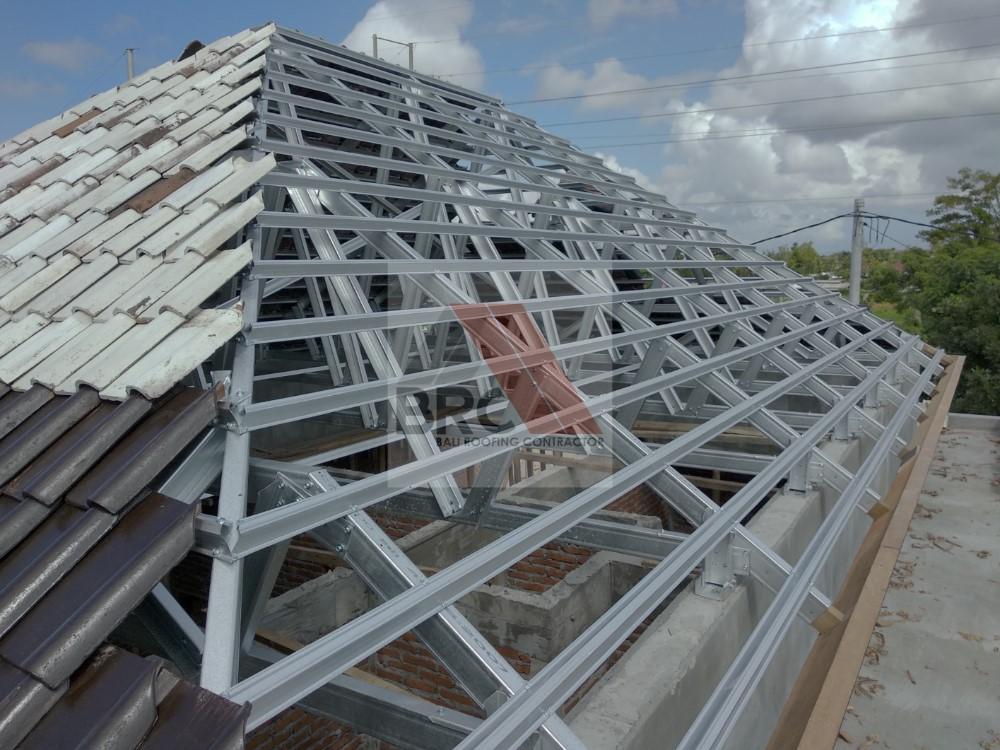 rangka atap baja ringan setengah kuda kombinasi kayu / style bali – roofing