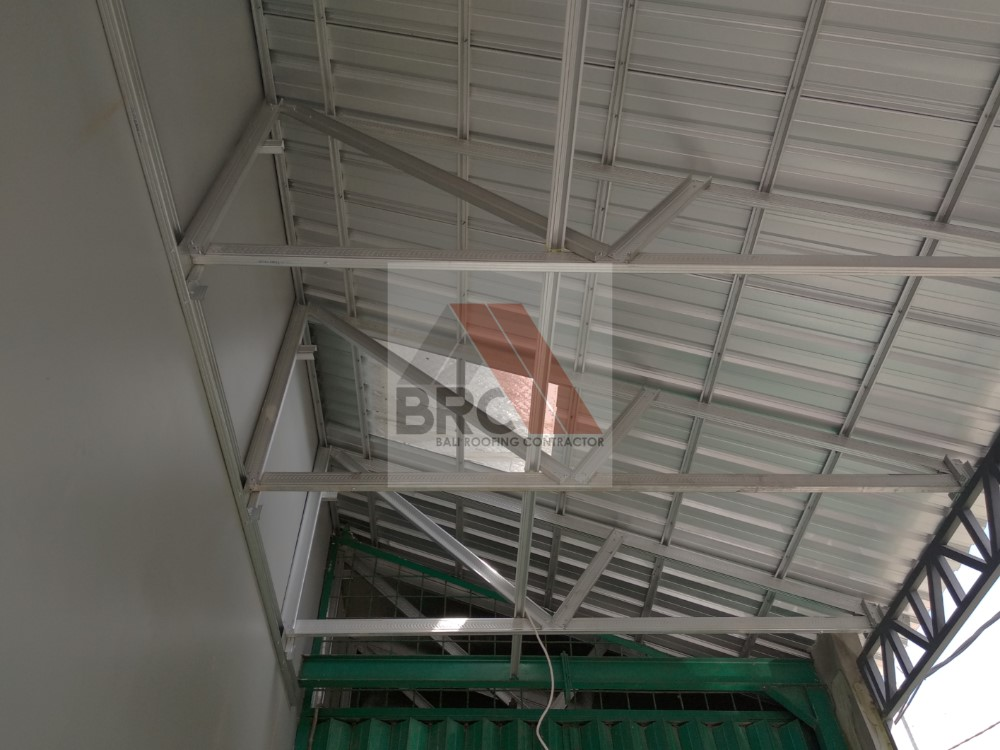jarak reng baja ringan kanopi model setengah pelana gewel bali roofing