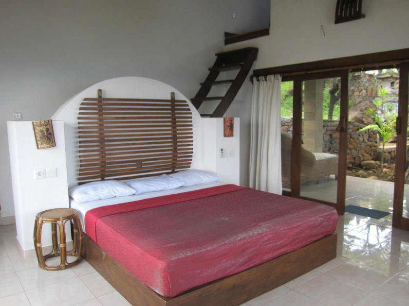 Room n°3 bed at Wawa wewe rock homestay in Banuyning (Amed area), Karangasem, Bali, Indonesie
