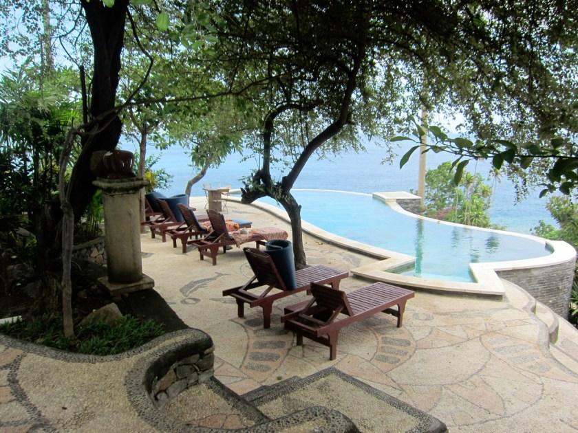 Vue sur la piscine du Wawa-Wewe Rock à Banuyning (Amed area), Karangasem, Bali, Indonesie