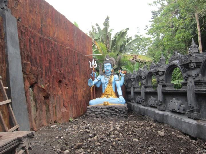 Statue de Shiva dans le futur centre de méditation de Suala à Amlapura