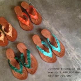 Collection Niluh Djelantik - Tongs en cuir tressé par Niluh Djelantik