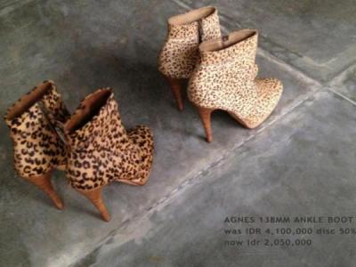 Collection Niluh Djelantik - Bottines léopard à talons par Niluh Djelantik