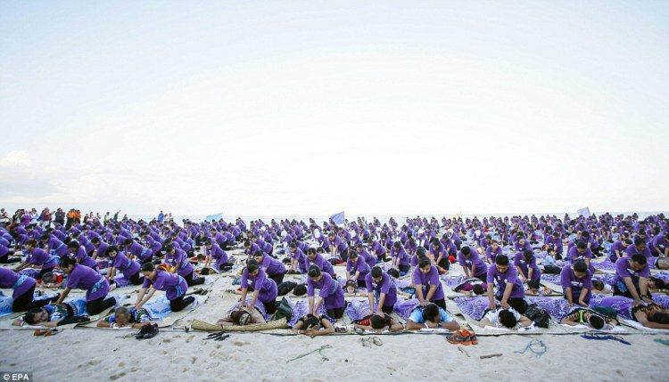 Record du monde  le plus grand massage de masse à Bali  © EPA (3)