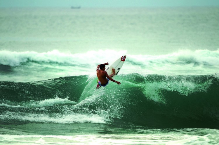 Surf à Bali © The Well Travelled Postcard