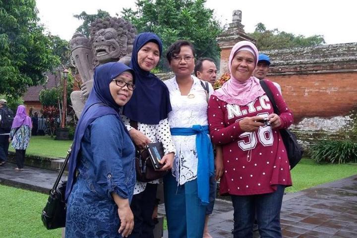 tour guide wanita di bali