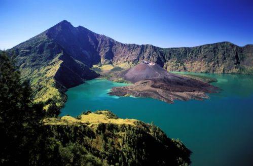 Indonésie, île de Lombok, le volcan Gunung Rinjani et son lac (Segara Anak) - HHEMIS_037054