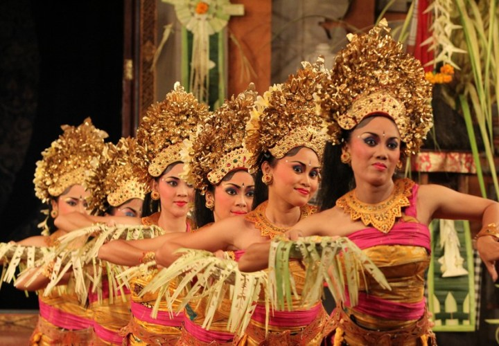 Pendet dance, The oldest welcoming dance in Bali