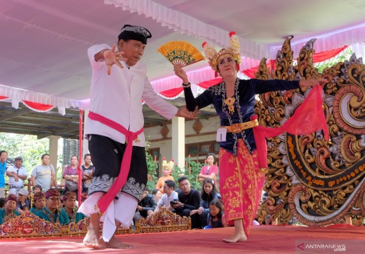 The phenomenon of Joged Bumbung, a Balinese Traditional Dance that is Now Abused