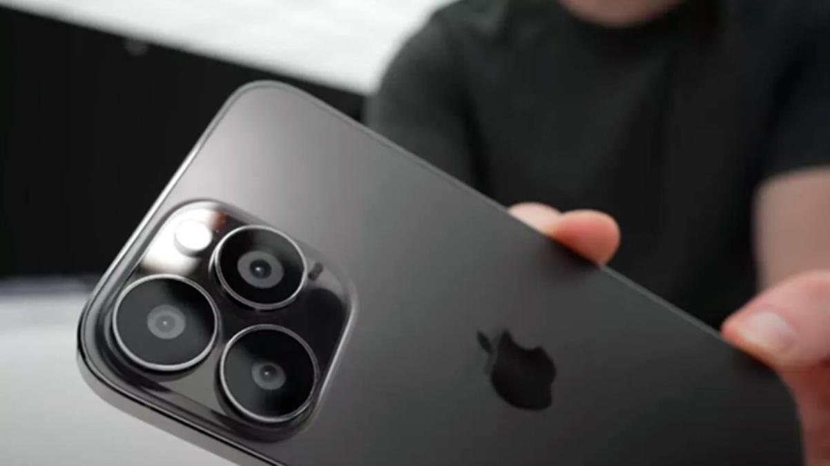 Asgari ücretli 8 ay boyunca maaşına hiç dokunmadan kenara atsa bile 1 TB'lık iPhone 13 Pro Max satın alamıyor