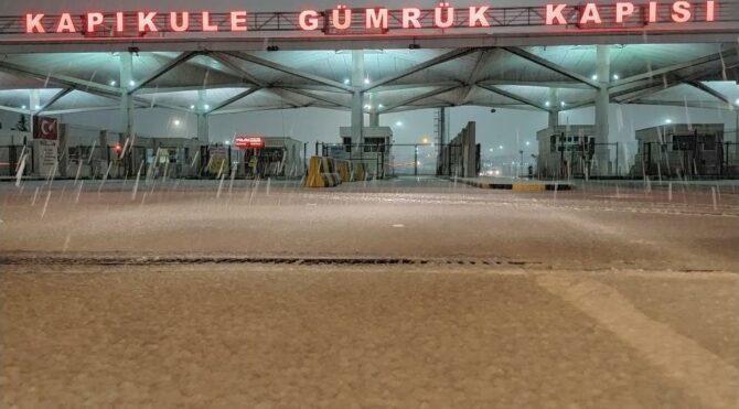 Balkanlar'dan gelen kar yağışı Edirne'den giriş yaptı