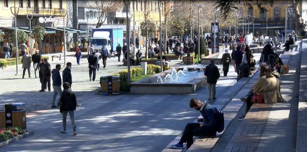 'Çok yüksek riskli' grubundaki Trabzon'da caddeler kalabalık