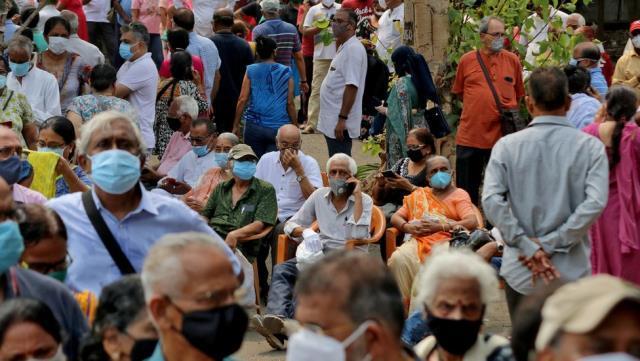 Covid aşısı: Bilim insanlarından İngiltere ve diğer zengin ülkelere 'Aşılarınızı Hindistan'la paylaşın' çağrısı