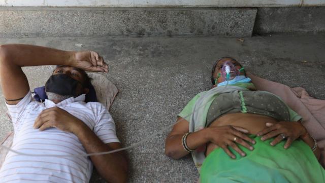 Covid: Hindistan'da günlük vaka sayısı 350 bine yaklaştı, oksijen sıkıntısına çare aranıyor