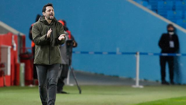 Erol Bulut: Futbolcularımızı rahat bırakın, beni eleştirin