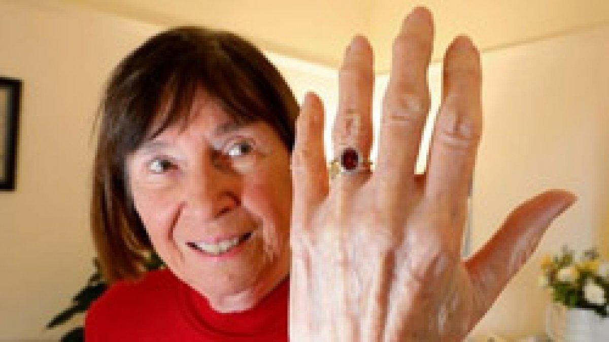 İskoçya'da 30 yıldır kayıp olan nişan yüzüğü sahilde bulundu
