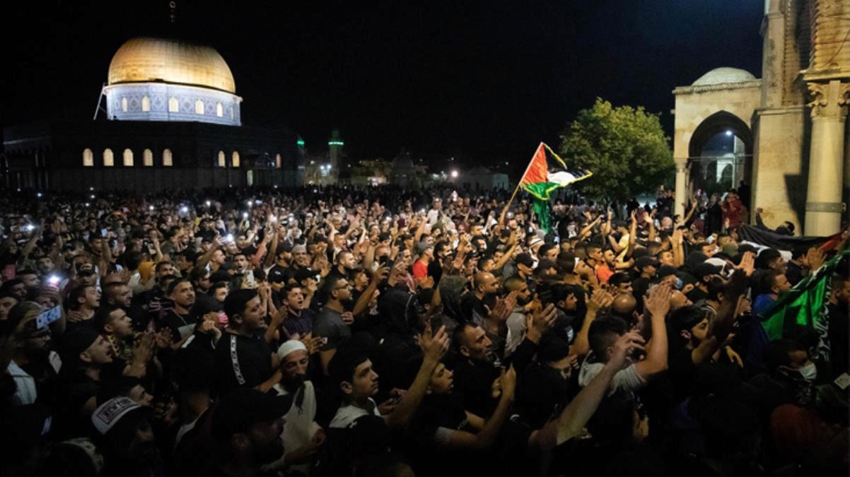 İsrail polisi bu sabah yine saldırdı! Mescid-i Aksa'dan çıkan 10 kişi yaralandı