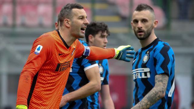 İtalya Serie A ekiplerinden Inter'in kalecisi Samir Handanovic, koronavirüse yakalandı