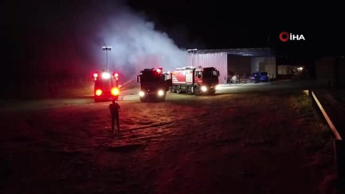 İzmir'de saman deposu yanarak küle döndü